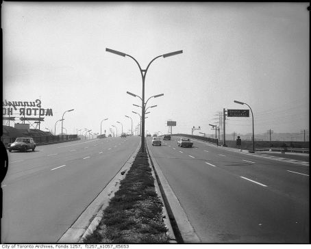 The uncongested Gardiner Expressway, c. 1960 (City of Toronto Archives)
